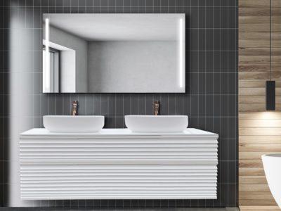 Un jeu d'ombres et de lumières provoqué par la densité de la matière travaillée sur les façades.  Le regard se perd en suivant les lignes horizontales, éléments signatures de la collection DUNE. La gamme se veut audacieuse, parée de vasques posées sur le plan ou revêtue d'un plan encastré.  Disponible en simple vasque L800 - L1000 - L1200 mm et en double vasque L1400 mm - Module L1000 mm